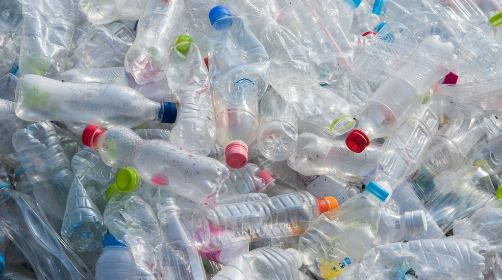 Plastic bottle for recyling